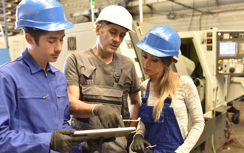 manufacturing worker training people using elearning